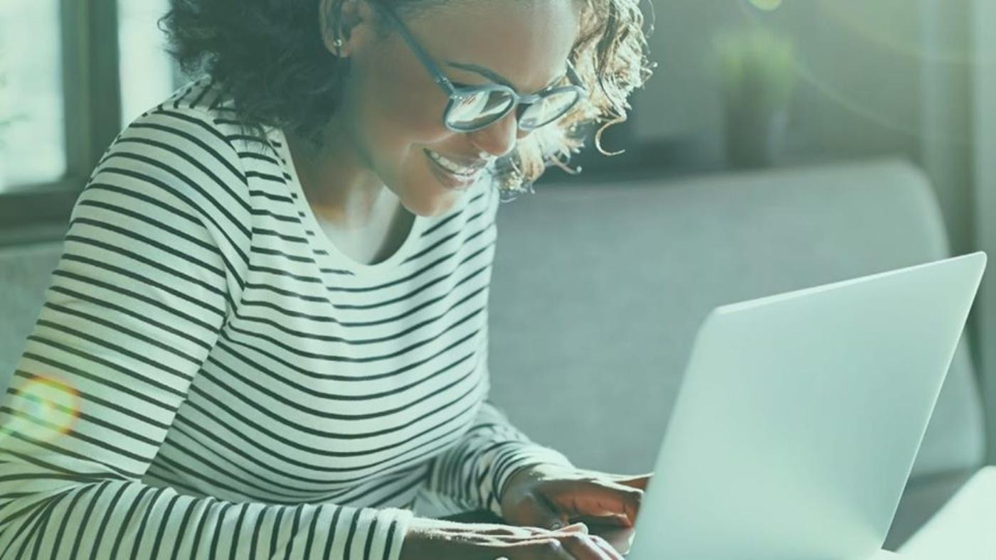 Diploma woman laptop