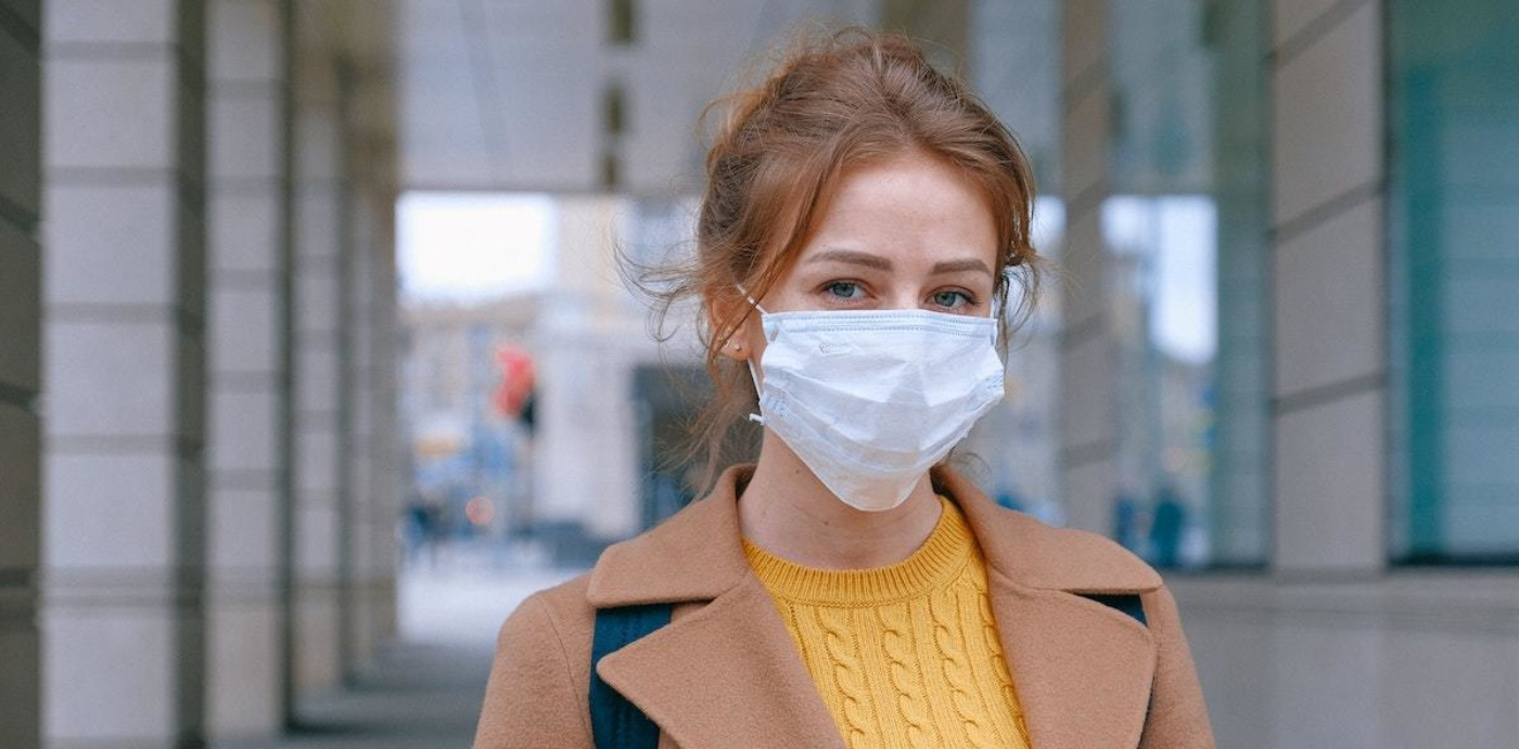 Woman wearing face mask 3902881