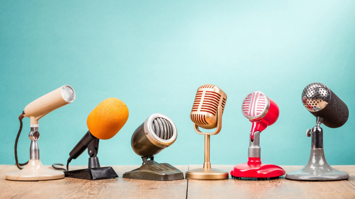 Microphones i Stock 1054657186